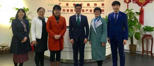 """El Cónsul en Guangzhou resaltó que """"Colombia y China han visto progresivamente un importante crecimiento en sus relaciones comerciales"""" durante la reunión con la Presidente de la Asociación de Promoción Económica y de Inversión"""