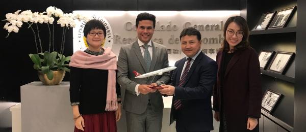 Reunión del Cónsul colombiano Andrés Felipe Vidal de una aerolínea turca